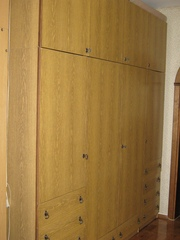 Шкаф,  4-створчатый,  цвет - светлый орех,  б/у,  в хорошем состоянии.
