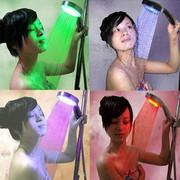 Светодиодная насадка(лейка) на душ с подсветкой воды